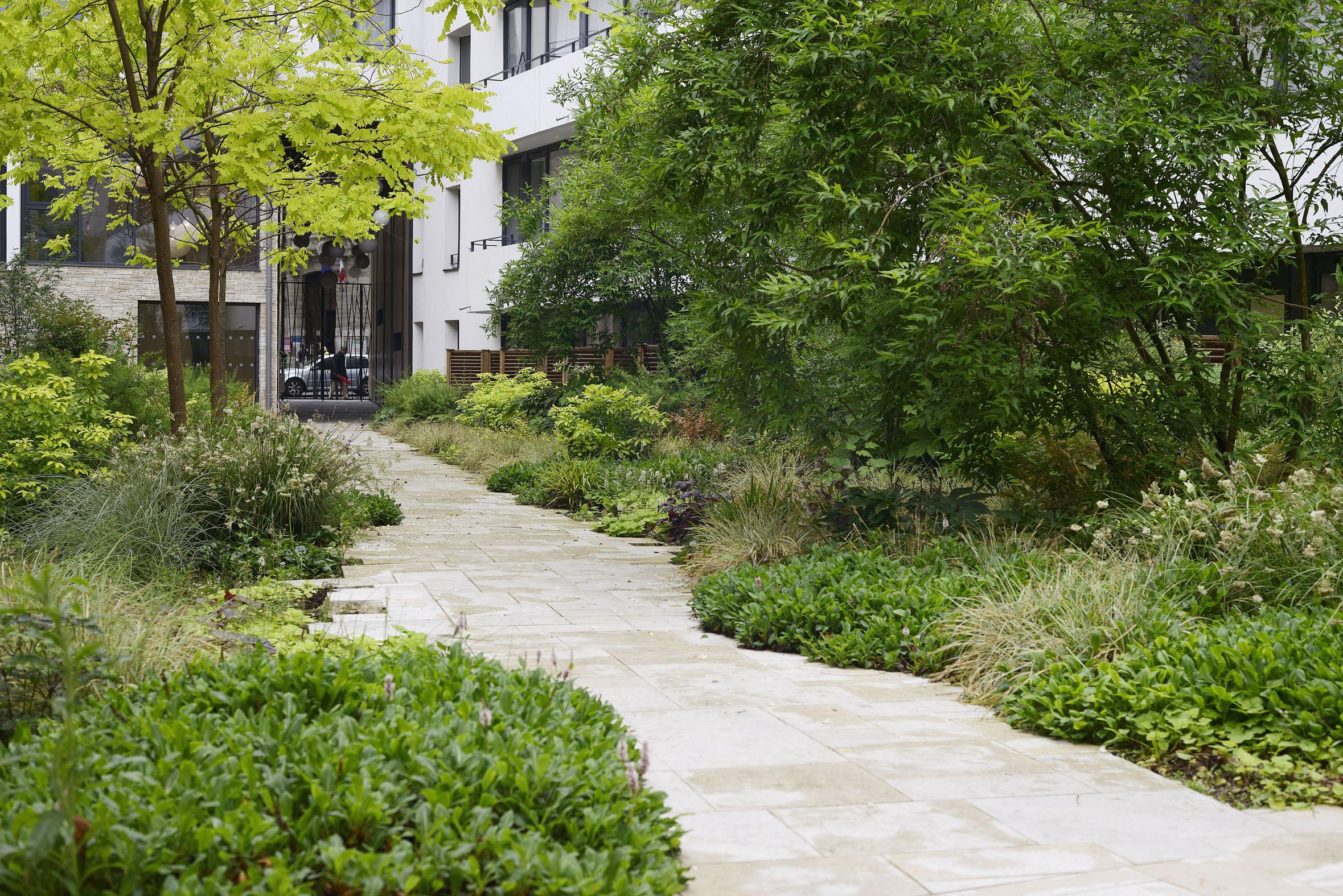 Rue de meaux jardin int rieur conception jardin dallage et for Jardin 122 rue des poissonniers