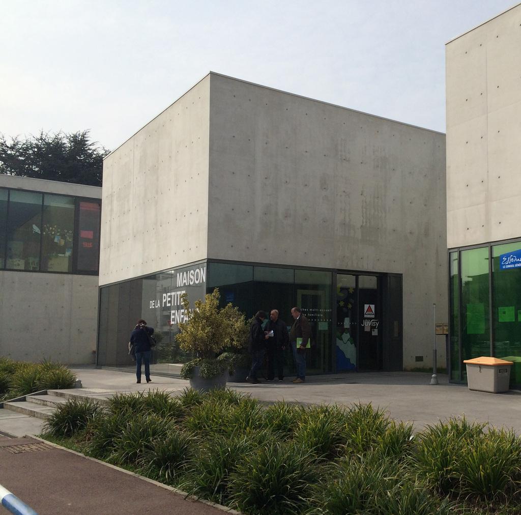 Atelier Alice Tricon / Jardins / Paysages - Maison de la petite enfance<br>Juvisy-sur-Orge - Juvisy sur Orge (91) - Maison de la Petite Enfance à Juvisy-sur-Orge Parvis Alice Tricon