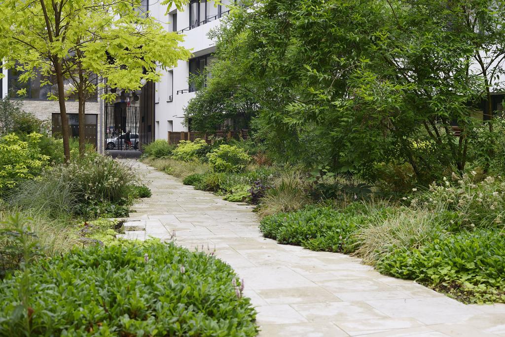 Atelier Alice Tricon / Jardins / Paysages - 51 LOGEMENTS EN ACCESSION, 96 CHAMBRES POUR ÉTUDIANTS ET ACTIVITÉS - RUE DE MEAUX, PARIS (75) - Rue de Meaux jardin coeur d'ilôt Alice Tricon