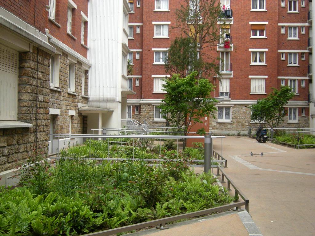 Atelier Alice Tricon / Jardins / Paysages - Losserand - Paris (75014)  - De l'allée principale vers l'une des cours