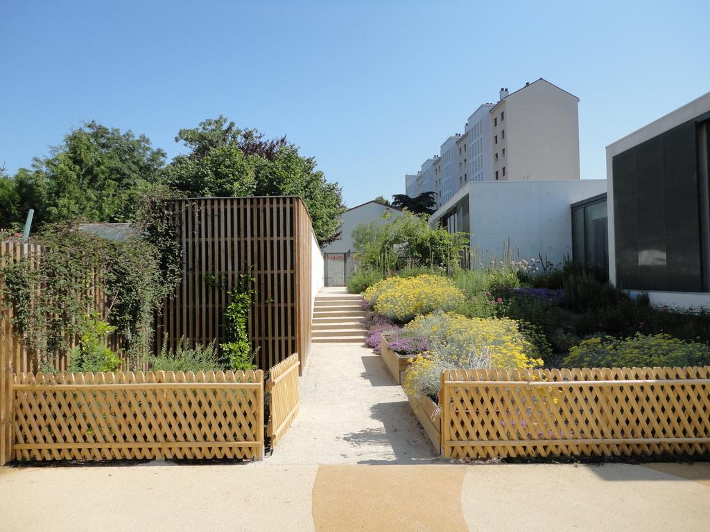 Atelier Alice Tricon / Jardins / Paysages - Maison de la petite enfance<br>Juvisy-sur-Orge - Juvisy sur Orge (91) - Maison de la Petite Enfance à Juvisy-sur-Orge Jardin de découverte Alice Tricon