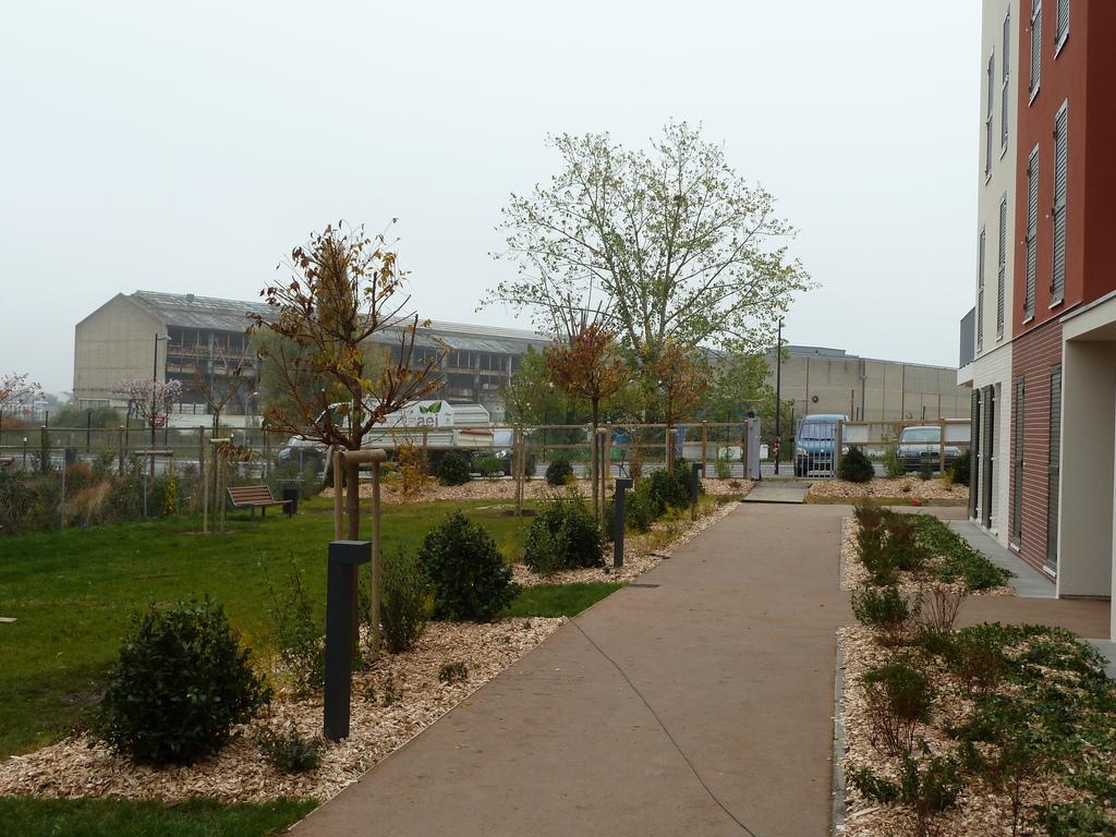 Atelier Alice Tricon / Jardins / Paysages - Buchelay <br> Opération de logements - Buchelay, Mantes-Université (78) - Réalisation, automne  2012