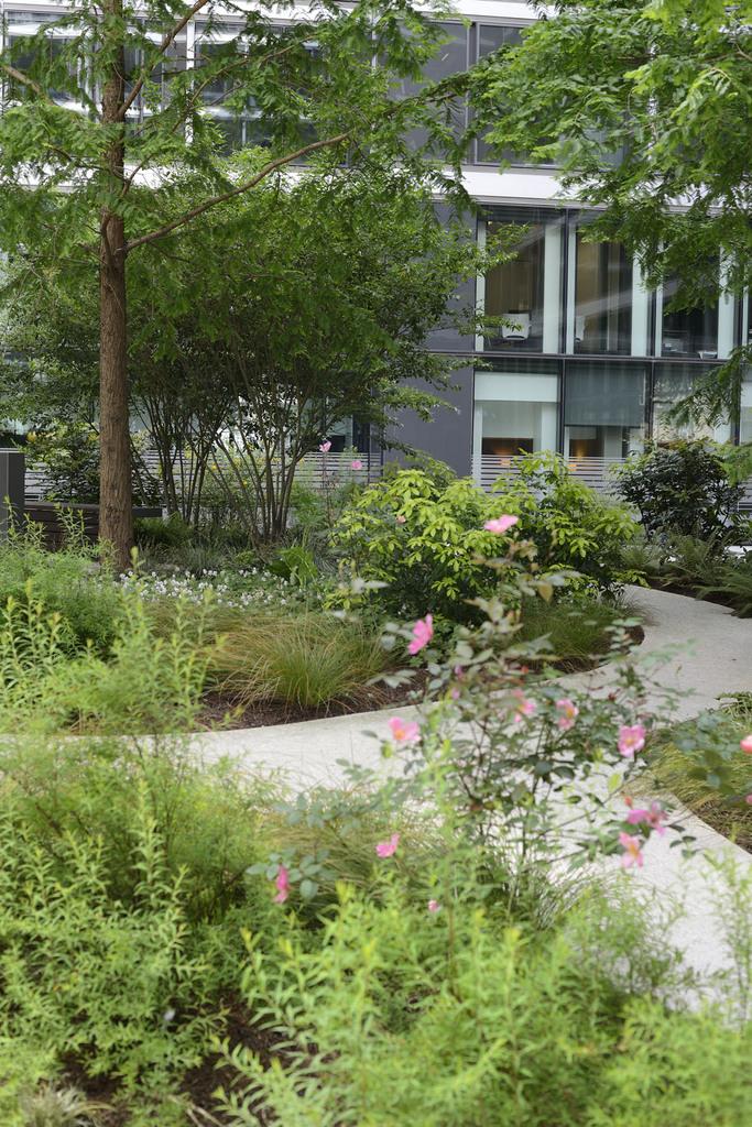 Atelier Alice Tricon / Jardins / Paysages - COUR CENTRALE – CAPITAL 8 - Bureaux PARIS (75) - Cour Lancereaux Capital 8 Paris Alice Tricon